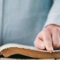 Voluntário pretende doar 50 mil Bíblias para cristãos no Iraque